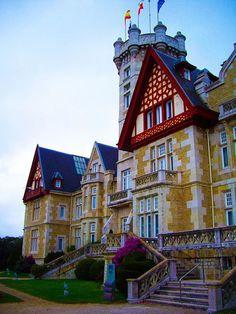 La Magdalena Palace in Santander, Spain (by jorgelaguna_28).