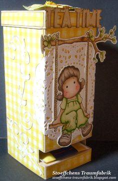Im Frühjahr 2013 bin ich mit dem Stempelvirus infiziert worden. Seitdem probiere ich verschiedenste Colorationstechniken aus und werkel damit Karten, Boxen und andere schöne Sachen aus Papier. Zu meinen Lieblingsmotiven gehören Tilda und Edwin von Magnolia, manchmal läuft mir aber auch noch ein Henry (Whiff of Joy) über den Weg. Auf diesem Blog möchte ich einige meiner Werke präsentieren.