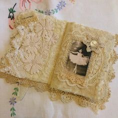 I just had to share with you this gorgeous little book. It is made by the very talented Julie of Bears and Old Lace. I absolutely love it. ...