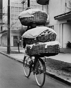 Panadero, Ciudad de México, 1963 Photo by Rodrigo Moya