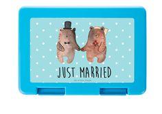 """Brotdose Bär Heirat aus Premium Kunststoff  schwarz - Das Original von Mr. & Mrs. Panda.  Diese wunderschöne Brotdose von Mr. & Mrs. Panda ist wirklich etwas ganz Besonderes - sie ist stabil, sehr hochwertig und mit einer exklusiven und schimmernden bedruckten Aluminiumplatte  ausgestattet.    Über unser Motiv Bär Heirat  Der """"Just Married"""" Bär ist eine besonders liebevolle Zeichnung aus der Mr. & Mrs. Panda Beary Times Kollektion.    Verwendete Materialien  Wir verwenden ausschließlich…"""