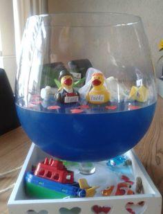 Leuk kado, glas met gekleurd water en gelatine.