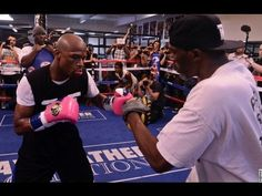 Coach Roger Boxing Mittology Training Mayweather style and Ulti mittwork with Edilberto Maldonado. Floyd Mayweather, Kickboxing Workout, Gym Workouts, Boxing Techniques, Boxing Drills, Boxing Champions, Boxing Conditioning, Bodybuilding Workouts