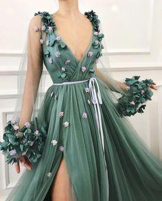 kleider Sexy Long Prom Dress Tulle A-Line Evening Dress V-neck Formal Gowns Cheap Slit Prom Gowns Tulle Prom Dress, Ball Gown Dresses, Dress Up, Prom Gowns, Maxi Dresses, Jade Dress, Long Dresses, Women's Formal Dresses, Silk Dress