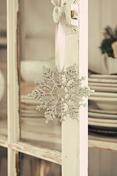 white Christmas anyone? so simple, so elegant. lots of ideas on this blog.