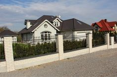 Elewacje Zuzzy: Grafitowy dach białe okna