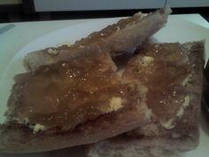 Tostadas de pan con mantequilla y mermelada de naranja sin azucar de Tahona Artesanal Gourmet Bilbao