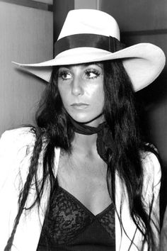 After Christmas morning what else is there to do, but… Think about fashion and look up style icons. For looking very good in Burlesque, I picked Cher. 70s Fashion, Look Fashion, Vintage Fashion, Singer Fashion, 70s Icons, Style Icons, Twiggy, Burlesque, 70s Mode
