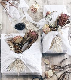 Christmas gift wrapping presents Muslin fabric dried flowers macrame tree Present Wrapping, Creative Gift Wrapping, Creative Gifts, Diy Soap Wrapping, Christmas Present Wrap, Christmas Gift Wrapping, Merry Christmas, Wedding Gift Boxes, Wedding Gifts