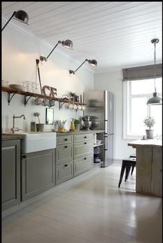 Gray cabinets, farmhouse kitchen http://www.planete-deco.fr/wp-content/uploads/2013/11/NK1.jpg