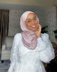 Hijab Fashion Casual, Stylish Hijab, Street Hijab Fashion, Hijab Turban Style, Mode Turban, Simple Hijab Tutorial, Hijab Style Tutorial, Islamic Fashion, Muslim Fashion