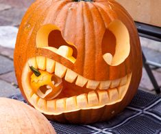 The Best Pumpkin Carving Tips for an Awesome Halloween Looking for tips that will make your pumpkins last longer, and look better this year? Here are the best pumpkin carving tips for an awesome Halloween. Easy Pumpkin Carving, Halloween Pumpkin Carving Stencils, Halloween Pumpkin Designs, Scary Halloween Pumpkins, Pumpkin Carving Patterns, Scary Pumpkin, Best Pumpkin Carvings, Halloween Halloween, Pumpkin Ideas