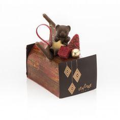 Bûche Célébration Lenotre, Merry Christmas, Christmas Ornaments, Theme Noel, Happy New Year, Chocolate, Holiday Decor, Sweet, Desserts
