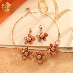 Manubhai Jewellers offers a wide selection of gold & diamond earrings, necklaces, rings, & bangles. Visit our store in Borivali to check out the latest jewellery designs. Modern Jewelry, Fine Jewelry, Gold Jewellery, Gold Bangles Design, Jewelry Design, Manubhai Jewellers, Bridal Bangles, Gold Set, Necklace Designs