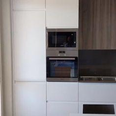 Cucina realizzata con il modello Wega di #arredo3 , top e schienali in #quarzo , elettrodomestici #grundig Wall Oven, Kitchen Appliances, Top, Cooking Ware, Spinning Top, Home Appliances, Kitchen Gadgets, Crop Shirt, Blouses