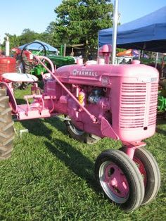 Pink Farmall Tractor for my niece of course. Antique Tractors, Vintage Tractors, Vintage Farm, Vintage Signs, Farmall Tractors, John Deere Tractors, Cat Farm, Pink Tractor, Vacation Movie
