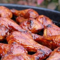 Classic BBQ Chicken Drumsticks - To me this is one of the most quintessential of all-American summer finger foods. Bbq Chicken Drumsticks, Grilled Chicken Wings, Barbecue Chicken, Chicken Rub, Chicken Legs, Barbecue Recipes, Grilling Recipes, Cooking Recipes, Grilling Ideas