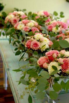 English Garden Roses, Geraldine Roses, Spray Roses, Dahlias, Silver Dollar Eucalyptus, Seeded Eucalyptus
