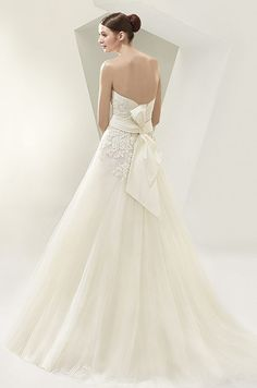 What a cute lace tulle dress! Love the bow on the back. Beautiful, 2014