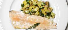 Zutaten: 8 Saiblingsfilets; 2 Zitronen (Saft davon); Salz; Öl zum Braten; 600 g speckige Erdäpfel; Salz; 1 Gurke; 0,25 l Schlagobers; 1 Handvoll Dill, gehackt; 1 Zitrone (Saft davon); 20 g Butter! Mehr dazu auf der ADEG Website! Spanakopita, Kraut, Ethnic Recipes, Food, Salt, Apple, Easy Meals, Cooking, Recipies