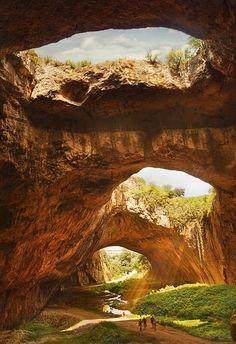 デヴェタシュカ洞窟(Devetashka Cave) - ブルガリア