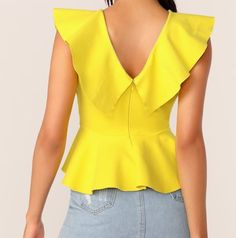Peplum top, invisible zipper back, ruffle neckline, yellow, back Baby Dress Patterns, Dress Making Patterns, Blouse Patterns, Kurti With Jeans, Sewing Blouses, Professional Attire, Peplum Tops, Blouse And Skirt, Simple Dresses