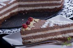 Tort raw de ciocolata si cocos, un desert sanatos, fara zahar, fara foc.