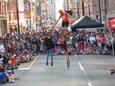 Le festival BuskerFest fait vibrer le centre-ville : http://www.lemetropolitain.com/fr/content/le-festival-buskerfest-fait-vibrer-le-centre-ville