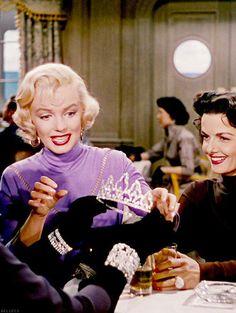 Marilyn e Jane Russel em Os Homens Preferem as Loiras.