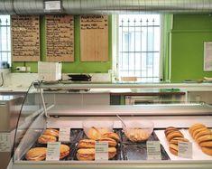 Il Pentagramma: Zürichs Panini-Institution   Harrys Ding Breakfast, Food, Home Decor, Italian Panini, Homemade Home Decor, Hoods, Meals, Interior Design, Home Interior Design