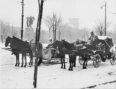 Poze vechi Bucuresti, piata Victoriei, asteptand clientii Little Paris, Bucharest Romania, Back In Time, Old City, Old Pictures, Tourism, Moose Art, Africa, Snow