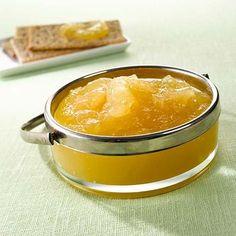 Helppoon omenasoseeseen tarvitset noin 2,5 kg omenoita ja pussin Hillosokeria. Halutessasi voit maustaa sosetta sitruunamehulla.