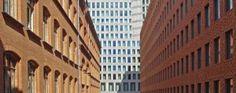 Hagemeister: JAN KLEIHUES: H10 BERLIN AUSGEZEICHNETER HOTELBAU SETZT SCHMUCKKÄSTCHEN IN SZENE