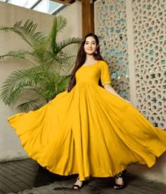 1 new message Indian Dress Up, Indian Gowns Dresses, Indian Fashion Dresses, Indian Designer Outfits, Designer Gowns, Pakistani Dresses, Indian Wear, Frock Fashion, Abaya Fashion