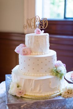Wedding Cake Gold Polka Dots Monogram Cake Topper | Cathedral-of-the-blessed-sacrament-wedding-sacramento-california-photographer-elks-tower