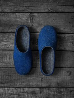 Felted slippers for men in royal cobalt blue and natural dark gray by VART | Made by Vaida Petreikis