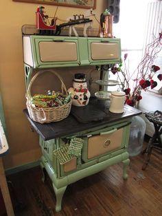 New kitchen room vintage stove 37 ideas Antique Kitchen Stoves, Antique Wood Stove, Old Kitchen, How To Antique Wood, Vintage Wood, Vintage Kitchen, Wood Burning Cook Stove, Wood Stove Cooking, Old Stove