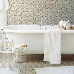 "pose ""en continu"" sans plinthe salle de bain carrelage bathroom tiles"