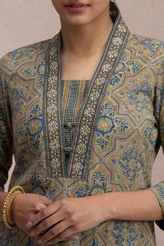 Churidhar Neck Designs, Churidhar Designs, Neck Designs For Suits, Neckline Designs, Dress Designs, Simple Kurti Designs, Kurta Designs, Churidar Pattern, Gala Design