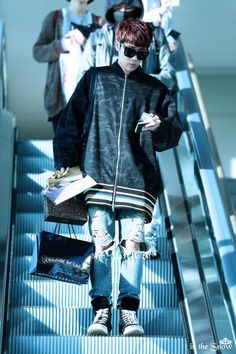 Sunggyu airport fashion. The jacket price is $1428 !! Whoa~ (Cr : inthesnow)
