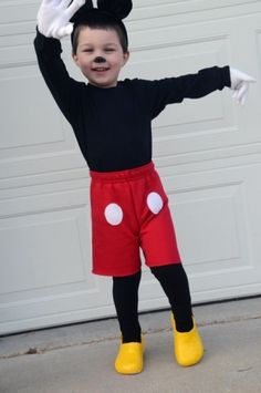 totally adorable homemade Mickey costume by brandi