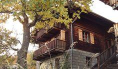 Nur wenige Häuser und 19 Einwohner zählt das Bergdorf Martisberg im Schweizer Wallis. Eines der Gebäude, die sich auf 1367 Meter Höhe an den sonnigen Südhang schmiegen, ist das Josihaus. Es wurde in den fünfziger ...