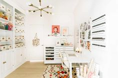 White and Pink home office with craft shelving, boho rug, white desk. Has midcentury modern vibes but a minimalist vibe. Pink Home Offices, Baths Interior, White Office, White Desks, Workspace Design, Room Dimensions, Beautiful Mess, Beautiful Pictures, Office Decor