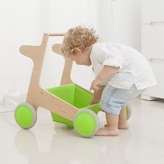 The Glodos Flap green is a revolutionary baby walker from the award winning Spanish design team Glodos. It has two key safety design features that set it aside from other baby walkers. Baby Toys, Kids Toys, Children's Toys, Push Toys, Little Girl Shoes, Spanish Design, Toddler Christmas, Christmas Ideas, Kids Board
