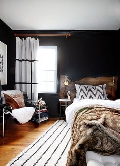 The hunted interior: live edge inspired headboard tutorial black wall decor, white rug, Modern Rustic Bedrooms, Rustic Master Bedroom, Modern Decor, Bedroom Black, White Bedrooms, Trendy Bedroom, Dark Cozy Bedroom, Black Rooms, Masculine Master Bedroom
