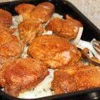 Bravčové pliecko na cibuli • recept • bonvivani.sk Tandoori Chicken, French Toast, Pork, Food And Drink, Meat, Erika, Breakfast, Ethnic Recipes, Kale Stir Fry