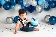 Cleveland Cake Smash photographer, balloon garland, navy blue and silver First Birthday Balloons, 1st Birthday Photoshoot, Baby Boy 1st Birthday Party, 1st Birthday Cake Smash, Baby Cake Smash, Baby Boy Cakes, Cake Smash Outfit, Festa Cookie Monster, 1st Birthday Pictures