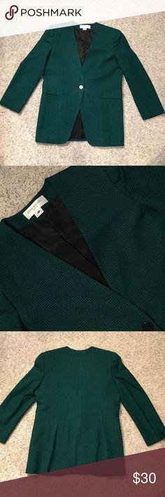 Jones New York Petite Blazer - size Petite 8 Jones New York Petite Blazer - size 8, 100% Wool, new condition! No rips or stains. Jones New York Jackets & Coats Blazers