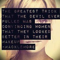 el mejor truco que el diablo sacó fue  convencer a las mujeres que se veían mejor en su maquillaje.