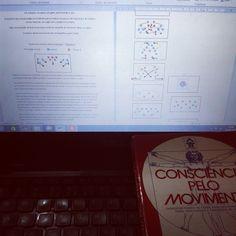 Estudando e planejando.
